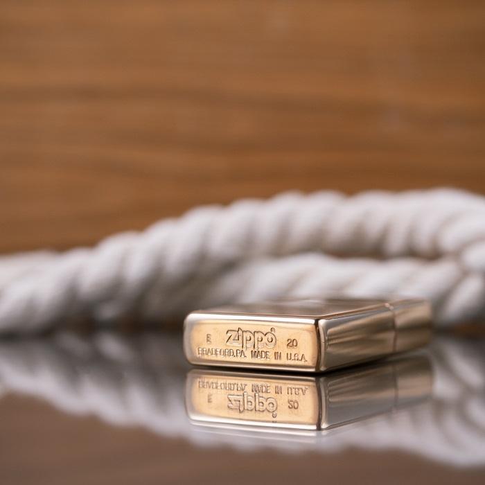 Глянцевая золотая зажигалка Zippo с персонализацией